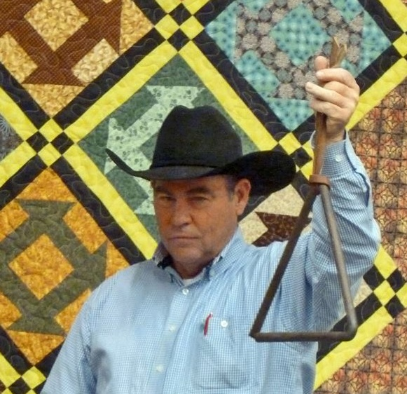 Image credit to Rick Myers. I love so many things about this photo: the quilt backdrop, the black hat, and the whole cachet of kicking off the meal by ringing a handmade dinner bell, which is traditionally the last item auctioned.
